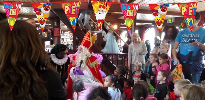 Sinterklaas tijdens een bedrijfsfeest
