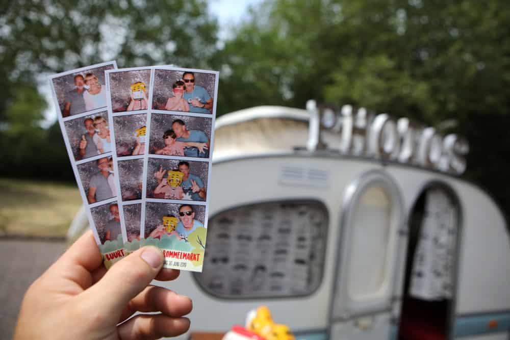 Vintage foto caravan photobooth met fotostrookjes